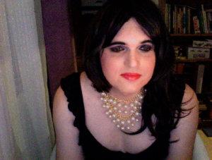 Je suis une travestie, à la recherche de personne qui pourrons me comprendre, et me prendre comme je suis. Je suis bi et je cherche du réelle, alors si sa vous interresse...